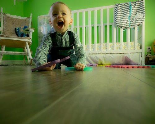 Bambino che gioca psicomotricità